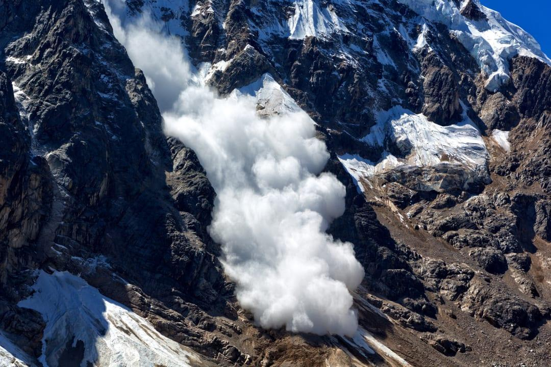 4 soldiers martyred in avalanche near LoC in north Kashmir