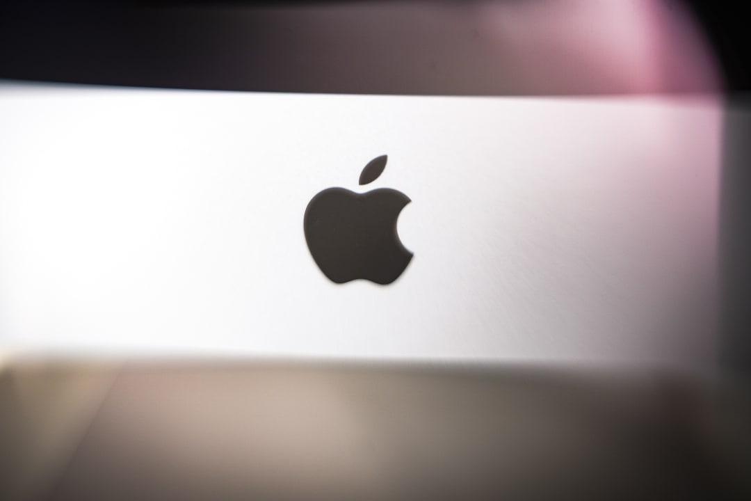 What is the 'Silver Sparrow' malware that has infected Apple's Mac devices?